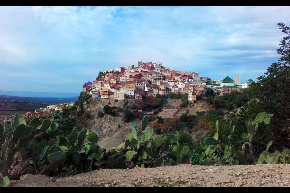 Moulay-Idriss, perchée sur sa coline