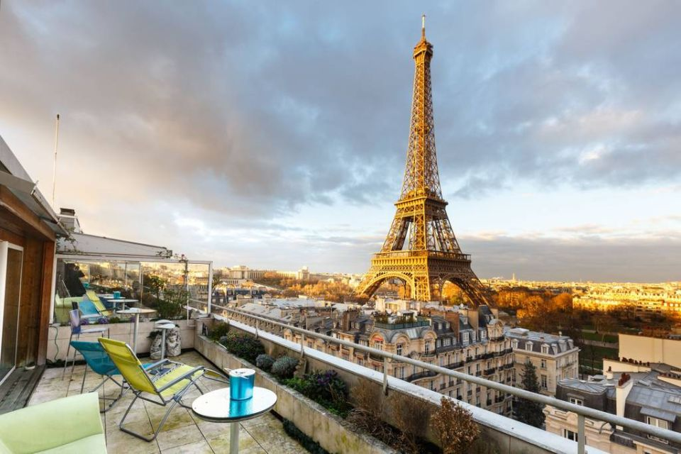 Penthouse suite with view of the Eiffel tower