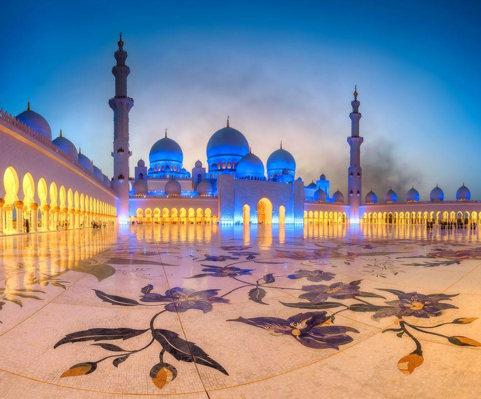 1. La Grand Mezquita Sheikh Zayed en Abu Dabi
