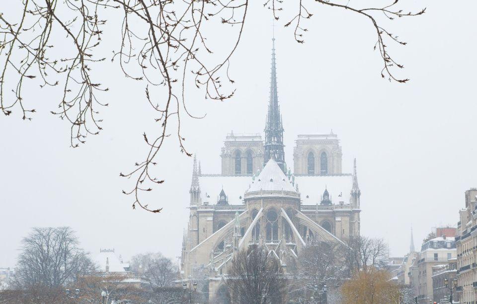 Notre-Dame de Paris, un jour de neige
