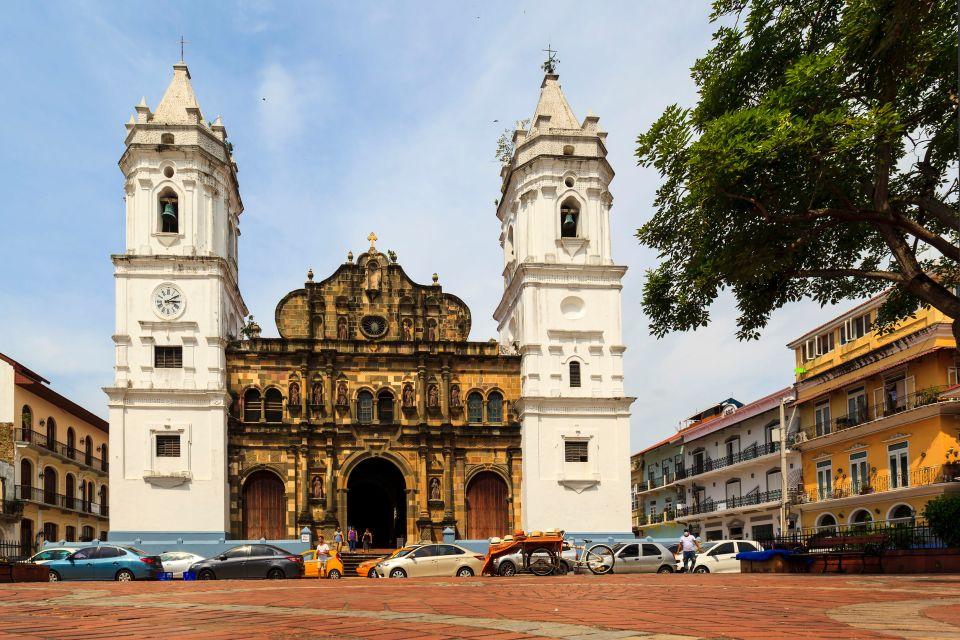5. Visitar el Casco Viejo de Panamá