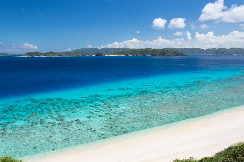 La plage de Nishihama sur l'île d'Aka