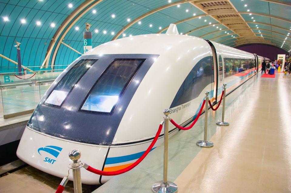 Hochgeschwindigkeitszug von Hunan nach Yunan