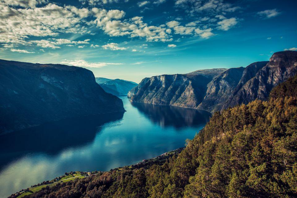 Cruise around the Norwegian fjords