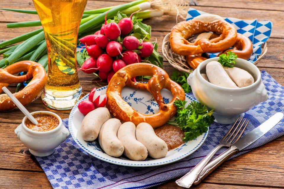 Le triptyque bière saucisses bretzel