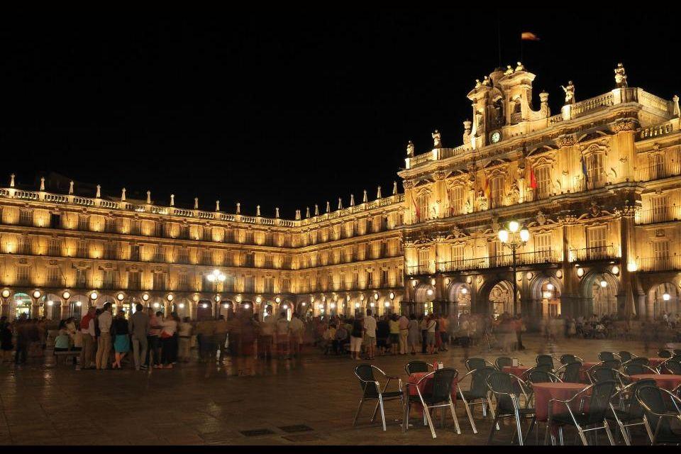 1) La Plaza Mayor