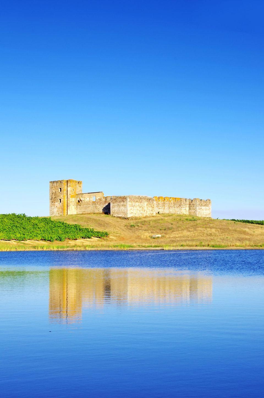 El imponente castillo de Valongo, en el término muncipal de Évora