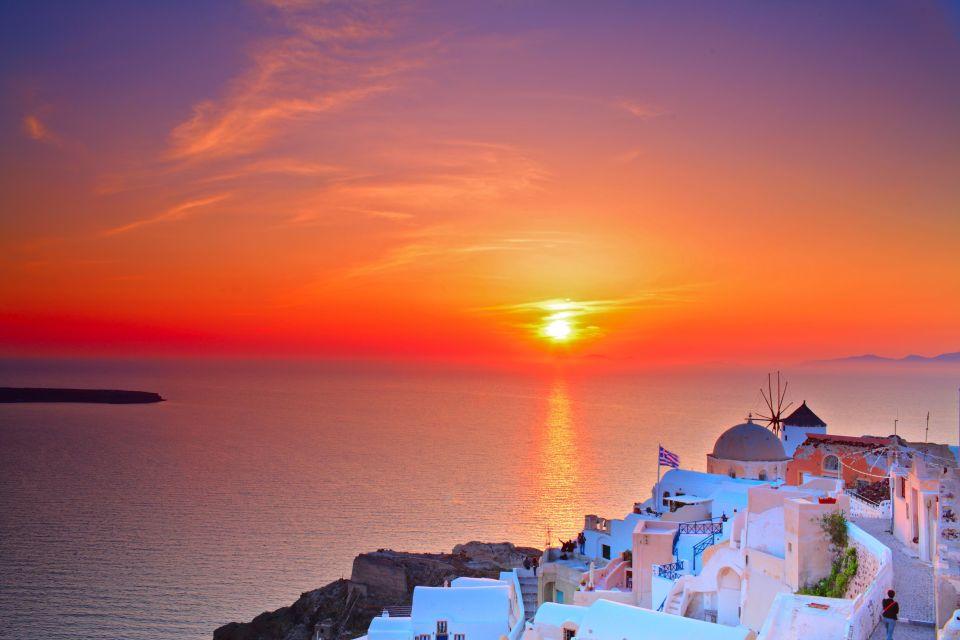 4. Oia, Santorini