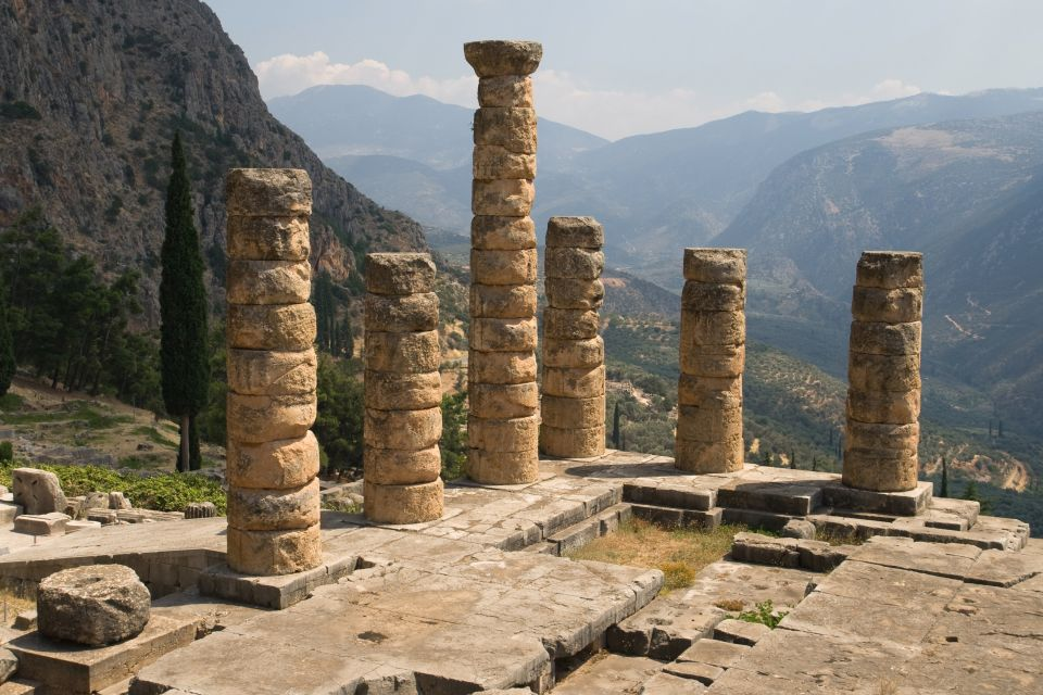 4-El oráculo se celebraba el día 7 de cada mes.