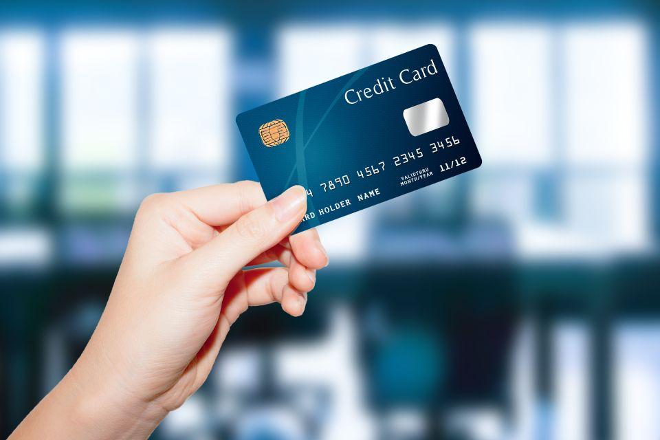 Nehmen Sie eine zusätzliche Bank- /Kreditkarte mit