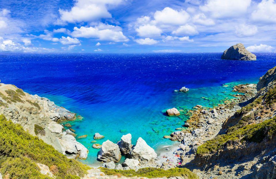 Il mare blu dell'isola di Amorgos