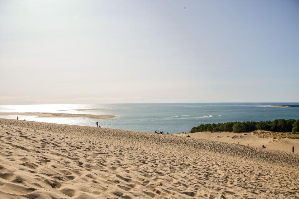 La plage de la Corniche, au pied de la dune du Pilat