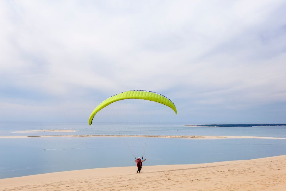 Glide like a bird whilst paragliding on the Dune of Pilat