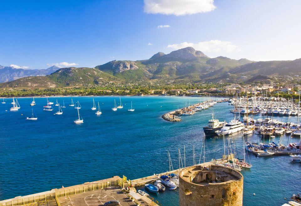 Plage de la Pinède à Calvi (Corse)