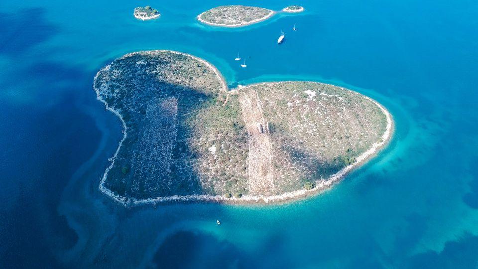 Galesnjak, The Lovers Island