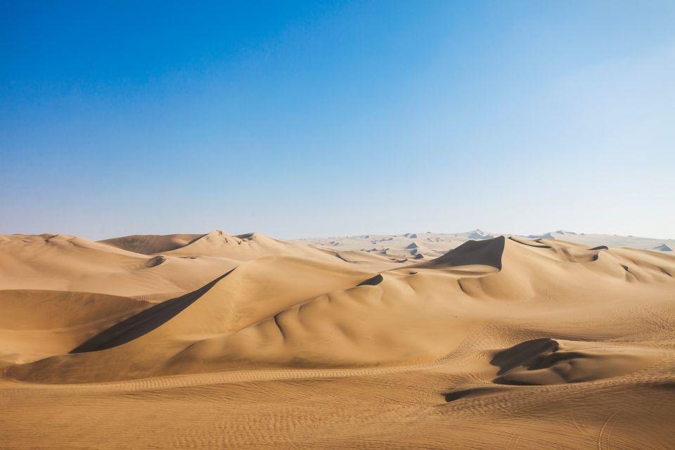 Deserto di Huacachina in Perù