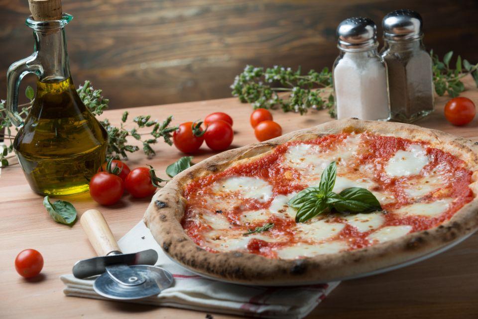 9: Pizza margherita a Napoli
