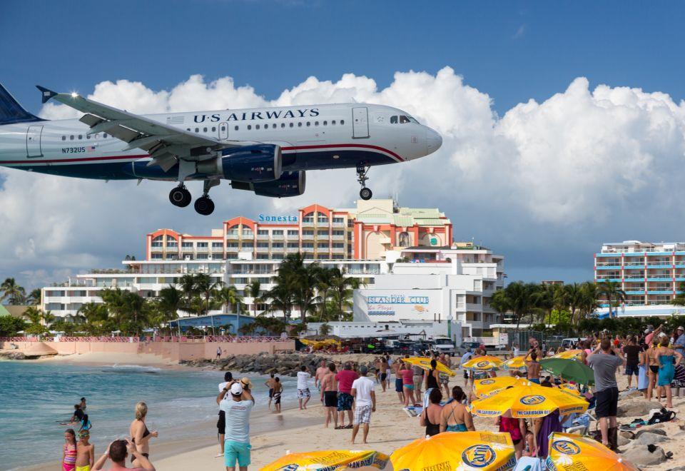 1.Aeroporto Internazionale Principessa Giuliana, Caraibi