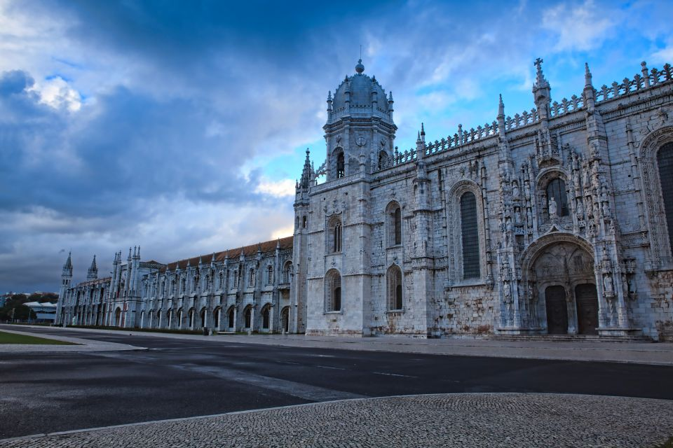 Wander the streets of Lisbon in the afternoon