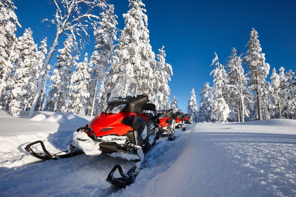 Januar: Schneemobilfahren in Lappland, Finnland