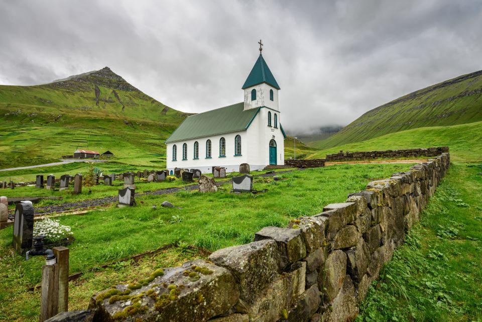 La chiesa del villaggio di Gjogv, isola di Eysturoy, Isole Faroe
