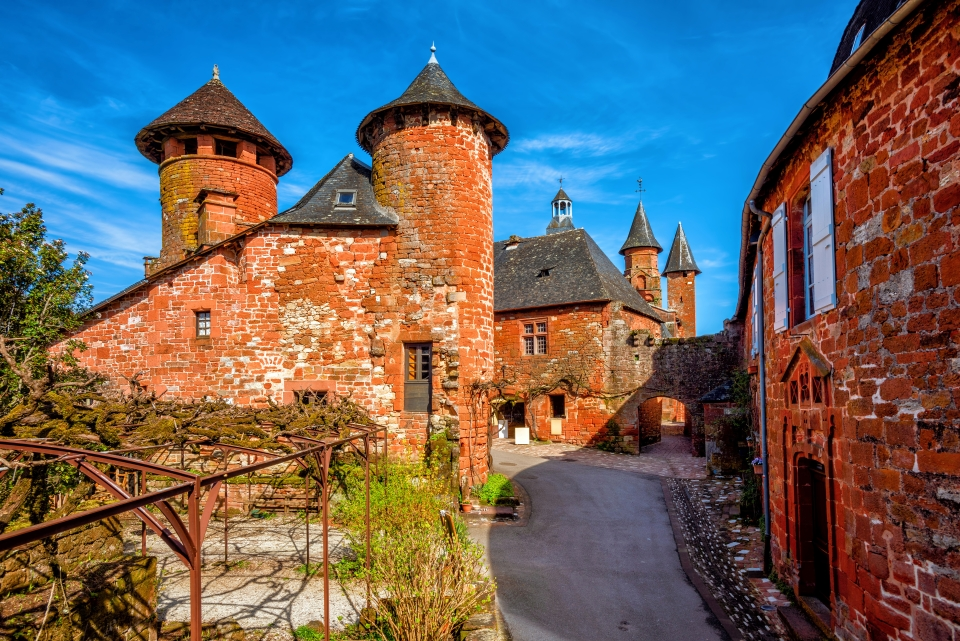 4. Collonges-la-Rouge