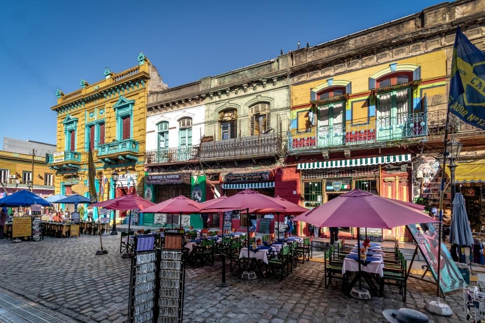 1. Puertas cerradas in Buenos Aires