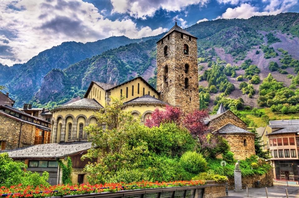 Una casa rural entre montañas