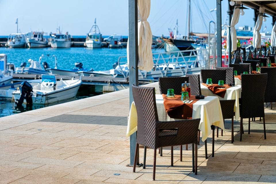 3. Lokaler Wein und Meeresfrüchte