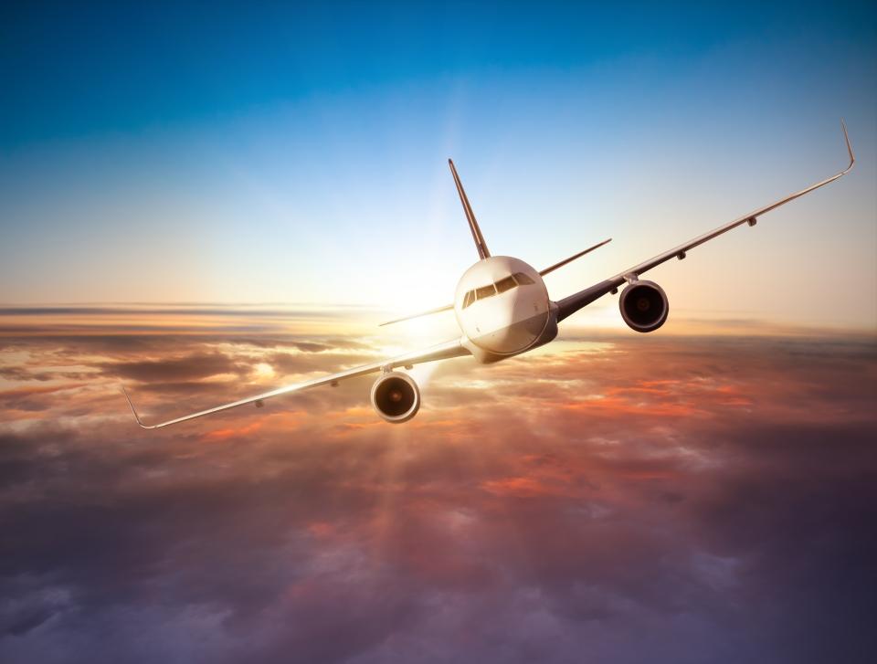 1.Evita los aviones