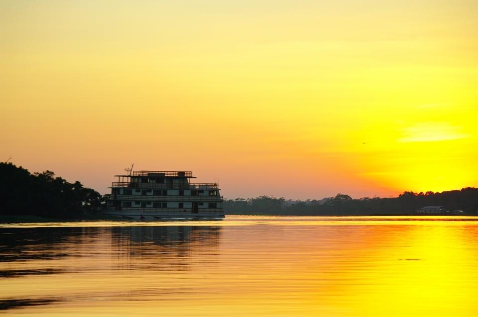 Cruzar el río Amazonas
