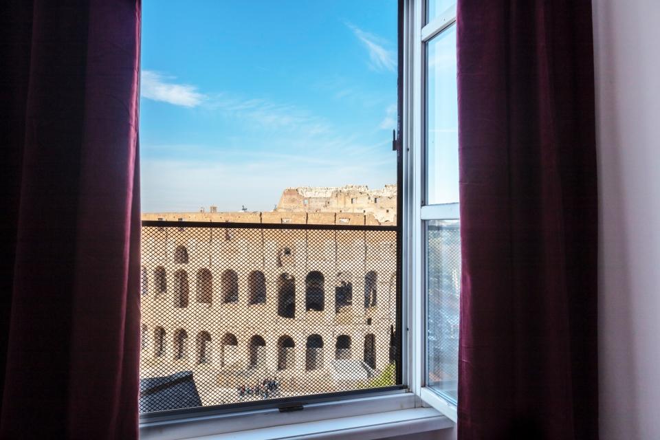 Vue sur le Colisée de Rome le matin au reveil