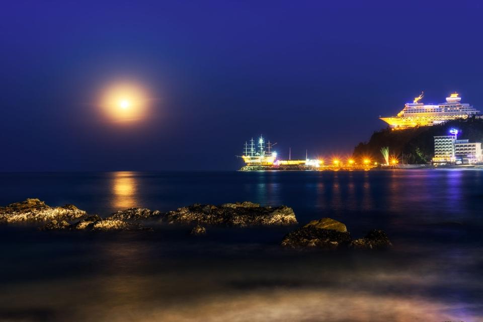Sun Cruise Resort & Yacht, un yacht sur la falaise à Gangwon-do