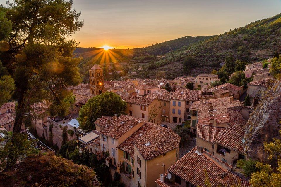 2. Moustiers-Sainte-Marie, Alpes-de-Haute-Provence