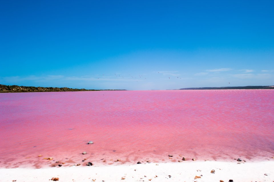 Discover 8 lakes in all the colours of the rainbow