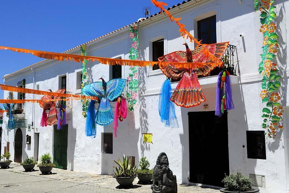Las sierras del norte de Ibiza, Los paisajes, Pueblos de fiesta, Baleares