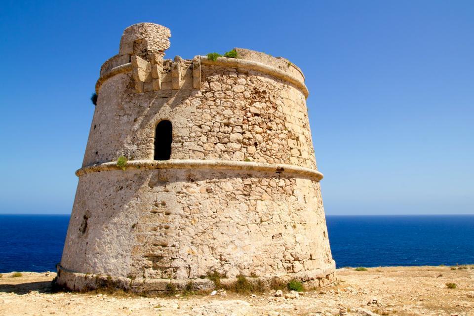 Formentera , Bases piratas que jalonan toda la costa. , España