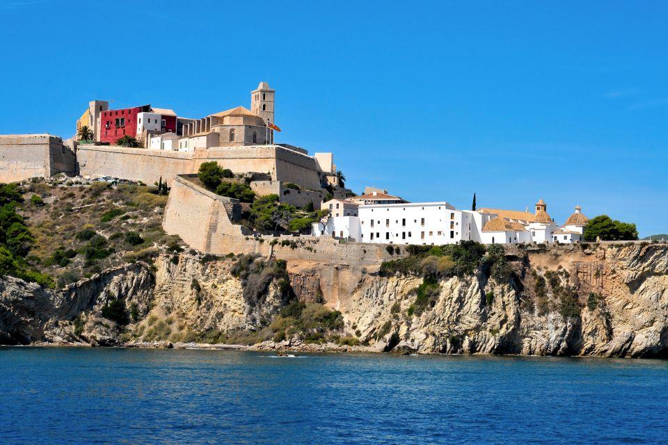L'acqua trasparente delle spiagge di Ibiza, Ibiza, Le rive, Baleari