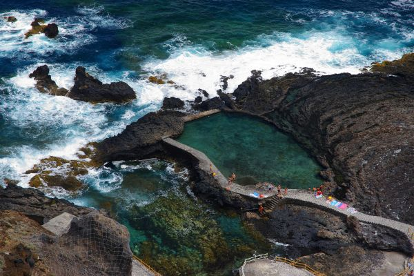 Una costa virgen con abruptos acantilados, Gran Canaria, Los paisajes, Canarias