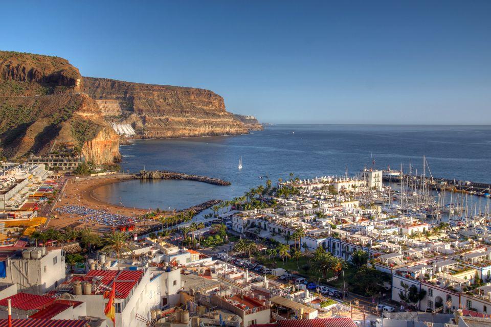 Embarcaciones y casas de colores, Fuerteventura - La península de Jandía, Las costas, Canarias