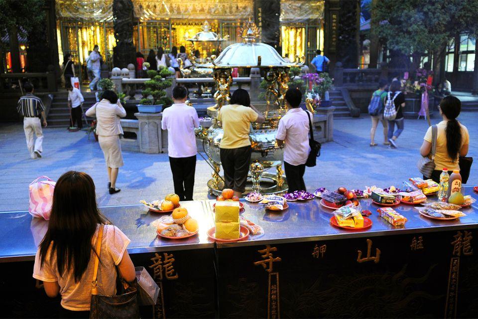 Ofrendas a los dioses, El templo de Longshan, Los monumentos, Taiwan