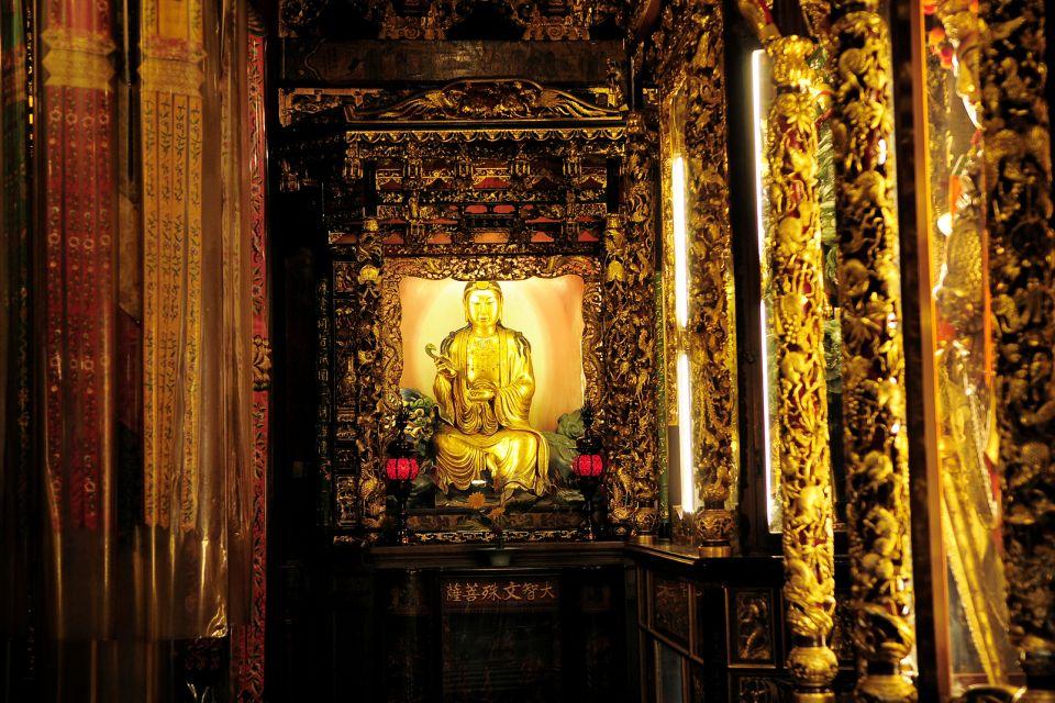 Buda de oro, El templo de Longshan, Los monumentos, Taiwan