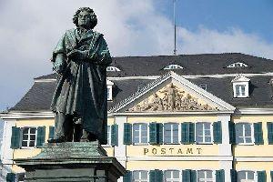 Die Künstler , Johann Wolfgang von Beethoven Denkmal in Bonn , Deutschland