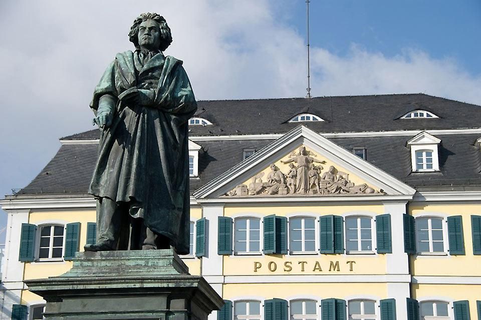 Artists , The statue of Ludwig van Beethoven in Bonn , Germany