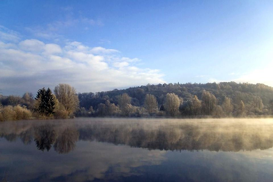 Touristische Kulturrouten , Ein See bei Biberach an der Riss , Deutschland