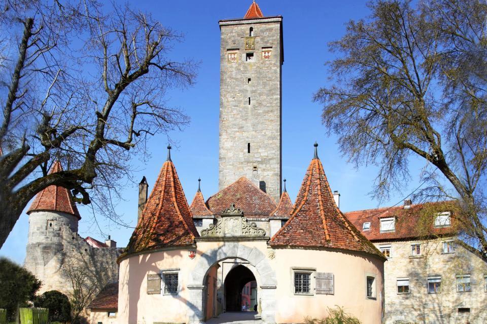 Die Burgen- und Schlösserstraße , Mittelalterliche Burg im Sonnenuntergang , Deutschland