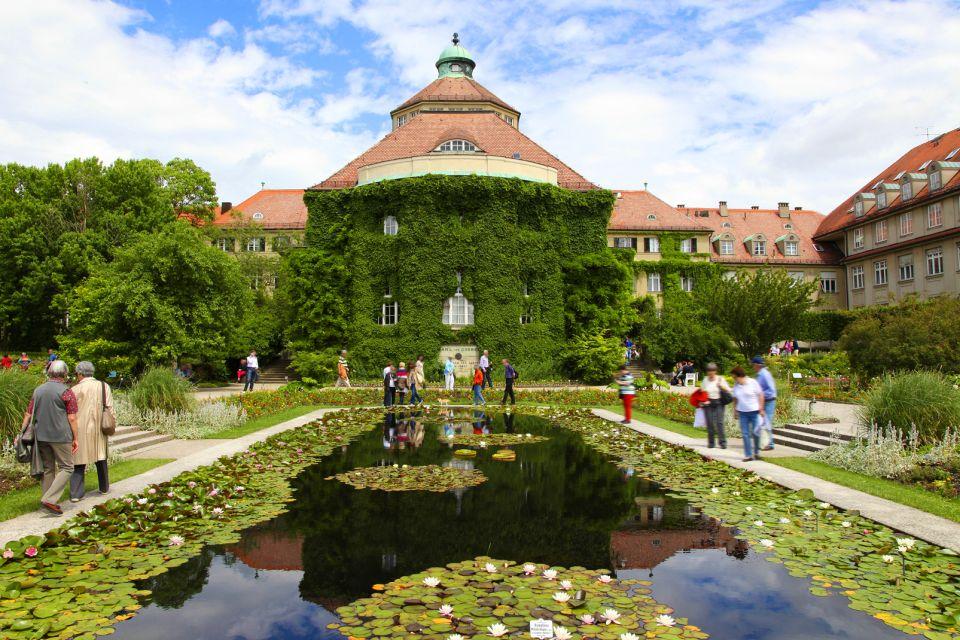 Ein zugefrorener See am Nymphenburger Schloss, Das Nymphenburger Schloss, Die Monumente, Deutschland