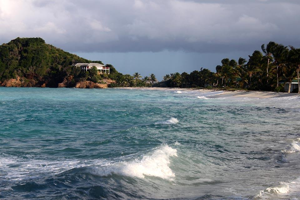 Isla de la Palmera , Palm Island, del lado del Atlántico , San Vicente y las Granadinas