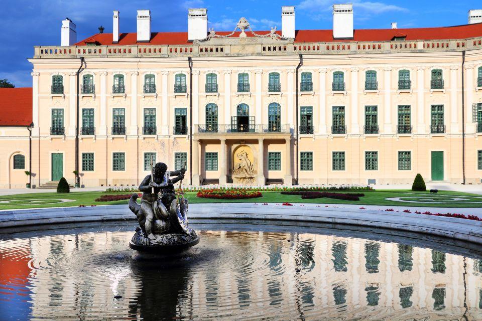 La costruzione del castello, Il castello di Fertod, I monumenti, Ungheria