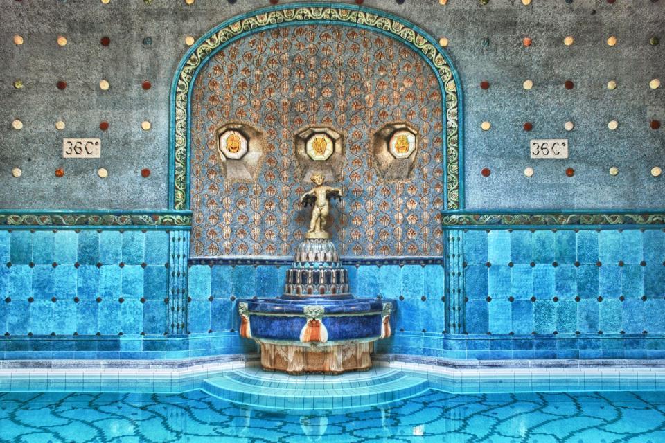 Les sources thermales de Budapest , Budapest, le bain thermal de Gellért , Hongrie